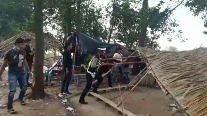 Bikin Resah Masyarakat, Polisi Robohkan Arena Judi Sabung Ayam di Pemulutan
