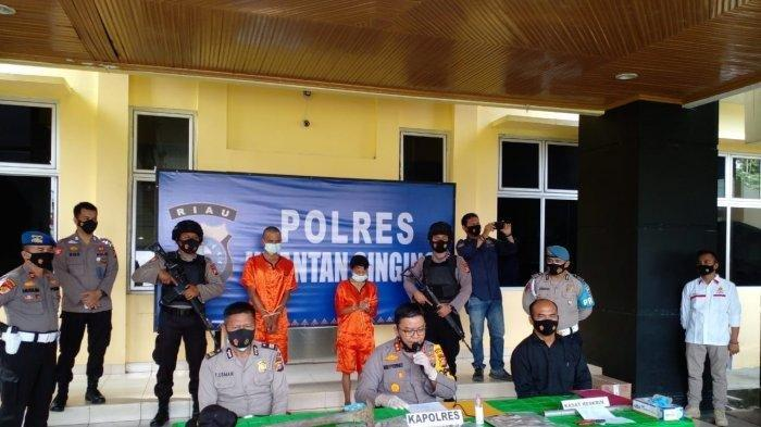 Kapolres Kuansing AKBP Henky Poerwanto SIK MM pimpin konferensi pers terkait pembunuhan terhadap seorang anak perempuan berusia 13 tahun, Selasa (8/6/2021). Tribunpekanbaru.com/Palti Siahaan