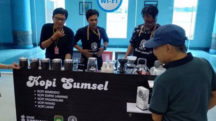 Bank Sumsel Babel Buka Booth Sediakan Kopi Gratis Bagi Penumpang di Bandara SMB II Palembang