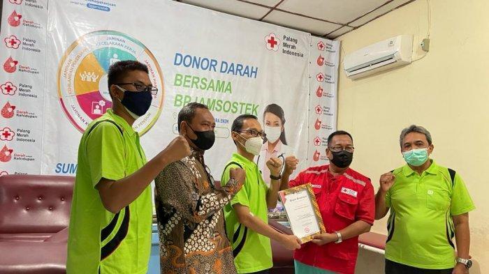 BPJS Ketenagakerjaan (BPJAMSOSTEK) Jajaran Kantor Wilayah Sumbagsel menyelenggarakan kegiatan vaksinasi Covid-19 terhadap para pekerja dan masyarakat umum di Kota Jambi dan Pangkal Pinang.