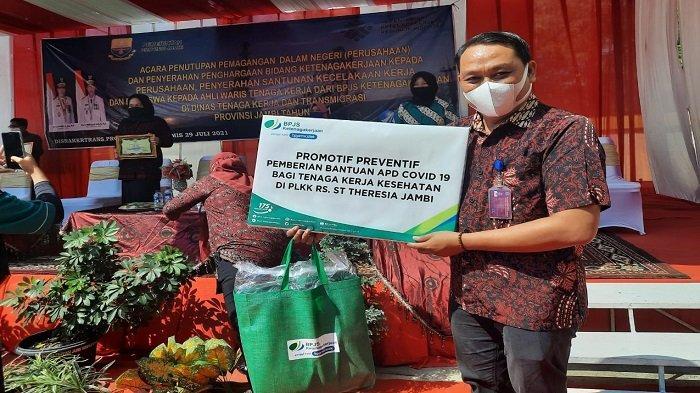Peduli Pekerja Tanggulangi Pandemi Covid19, BPJAMSOSTEK Sumbagsel Berikan Masker, Vitamin hingga APD