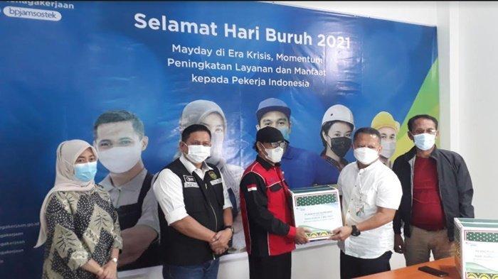 May Day 2021, BPJamsostek Sumbagsel Bagi 500 Paket Sembako ke Buruh, Ini Harapan Pekerja