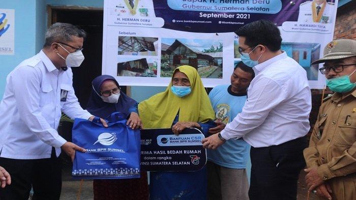 Bank BPR Sumsel menyerahkan Bantuan CSR berupa Program Bedah Rumah - bpr-sumsel-menyerahkan-bantuan-csr-berupa-program-bedah-rumah-1.jpg