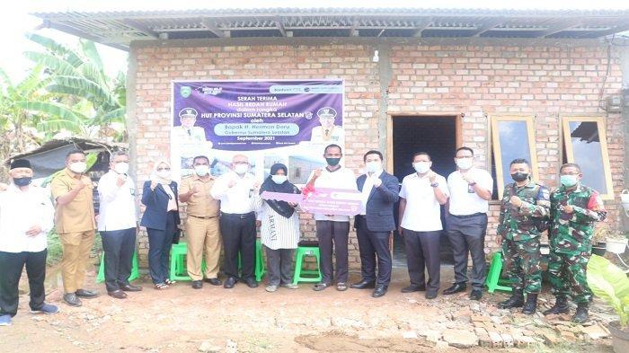 Bank BPR Sumsel menyerahkan Bantuan CSR berupa Program Bedah Rumah - bpr-sumsel-menyerahkan-bantuan-csr-berupa-program-bedah-rumah-2.jpg