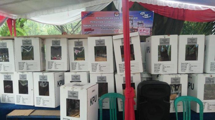 BREAKING NEWSl: 120 Kotak Suara Pilpres Terbuka dan Tak Dikunci di Talang Kelapa, Palembang
