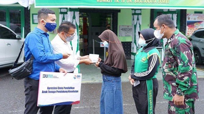 Peringati Hari Kemerdekaan RI Ke-76, Kanwil BRI Palembang Beri Beasiswa Bagi 100 Anak - bri-beri-beasiswa-kepada-100-anak-tenaga-pendukung-kesehatan-3.jpg