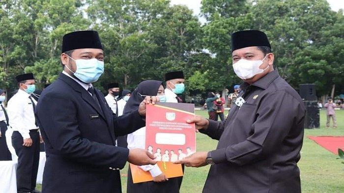 Bupati Banyuasin H Askolani meresmikan dan menyerahkan surat keputusan pengangkatan kepada 223 orang Pegawai Pemerintah dengan perjanjian kerja (P3K) Kabupaten Banyuasin.