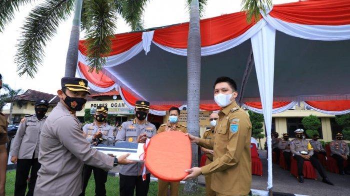 Bupati Panca Wijaya Akbar Hibahkan 4 Kendaraan Bermotor Patroli kepada Polres Ogan Ilir