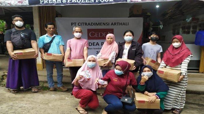 CEDEA Memberikan Paket Sembako Untuk Pedagang di Sumatera Selatan