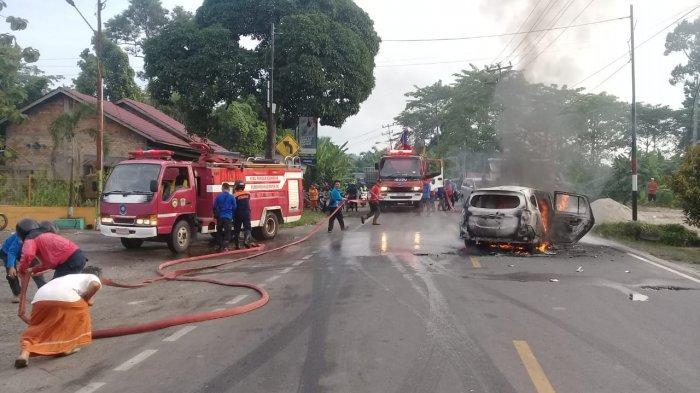 Breaking News: Satu Daihatsu Calya Tiba-tiba Terbakar di Empatlawang, Habis Hingga Tinggal Rangka