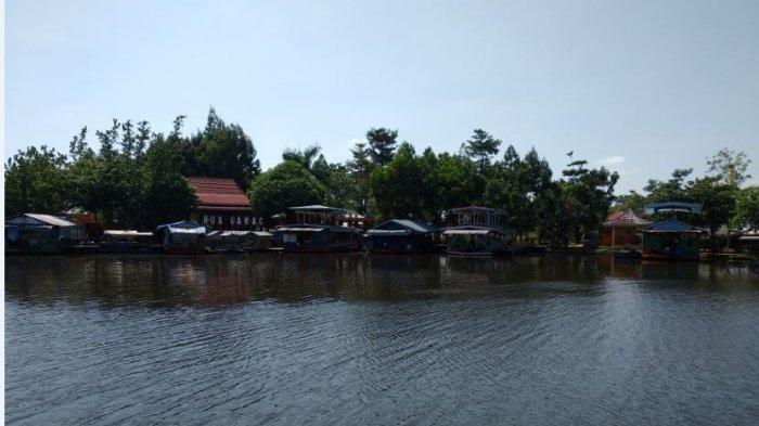 Menikmati Keindahan dan Sensasi Makan di Rumah makan Terapung Kelilng Danau Aur Musi Rawas