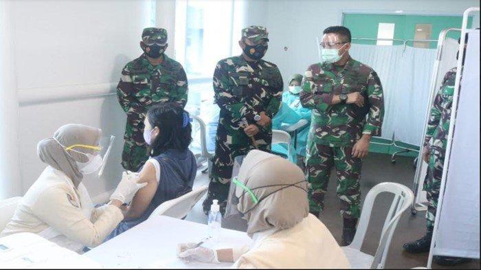 Pastikan Serbuan Vaksinasi TNI Di Bandara SMB II Palembang, Danlanud SMH Lakukan Ini