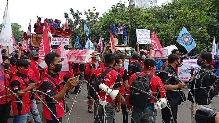 Menimbang Dampak Pengesahan UU Cipta Kerja Bagi Buruh