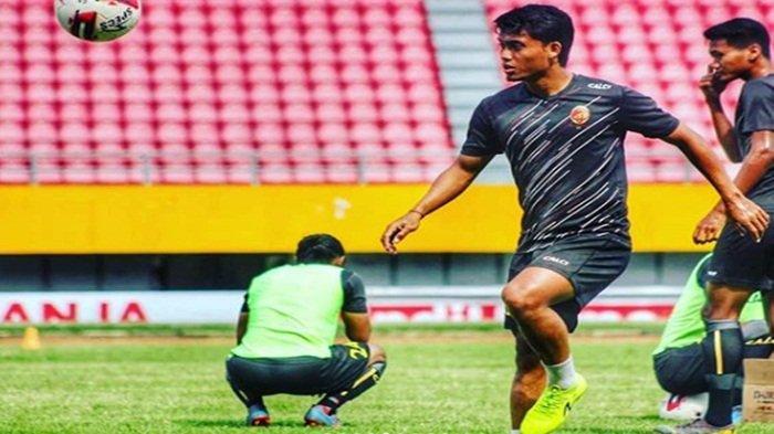Profil Pemain Sriwijaya FC Denny Arwin, Berhasil Karena Dukungan Umi, Pernah Jadi Pemungut Bola Golf