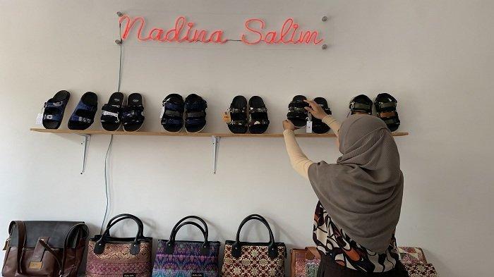 Mengenal Nadina Salim, Desainer Kenalkan Sepatu dengan Bahan Dasar Kain Khas Palembang