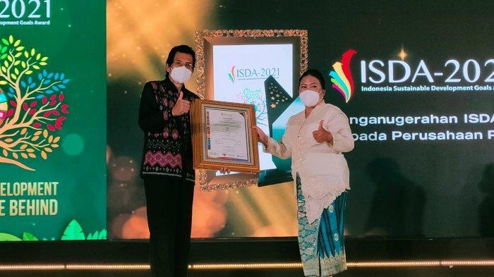 Direktur Utama PT Pupuk Sriwidjaja (Pusri) Palembang, Tri Wahyudi Saleh kembali berhasil meraih penghargaan Anugerah Humas Indonesia (AHI) Tahun 2021 Kategori CEO Terpopuler di Media Digital