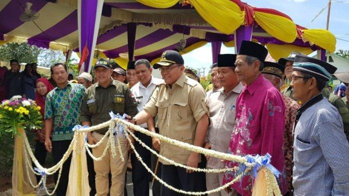 Dodi Reza Resmikan Jalan Mangun Jaya-Plakat Tinggi Muba Sepanjang 13,68 KM yang Selesai Dibangun