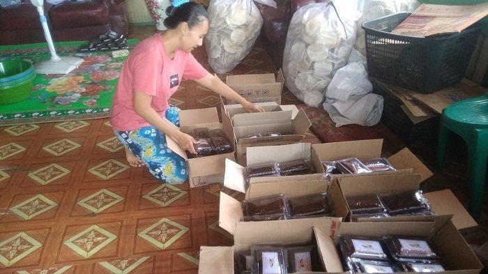 Permintaan Dodol Durian Tanjung Lubuk OI Meningkat Tiga Kali Lipat Jelang Lebaran