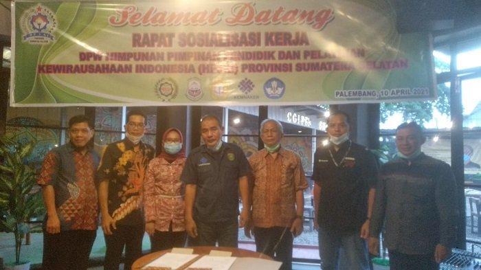DPW Himpunan Pimpinan Pendidikan dan Pelatihan Kewirausahaan Indonesia (HP3KI) Provinsi Sumsel menggelar rapat sosialisasi kerja yang digelar di Cafe Unsilent, Sabtu (10/4/2021).