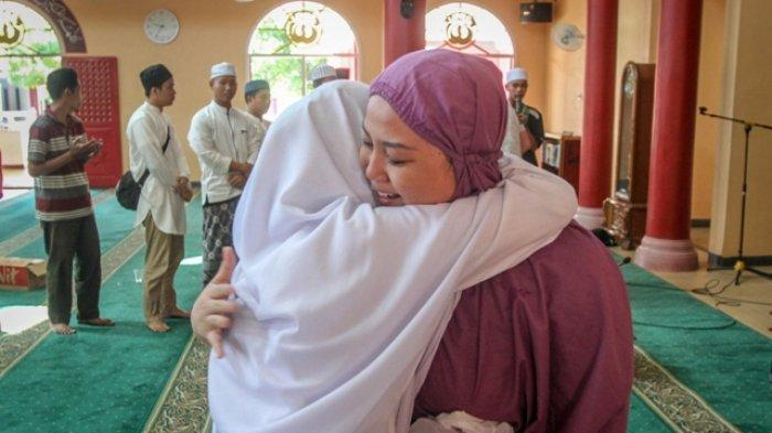 Suka Dengar Suara Azan, Hendra Ucapkan Dua Kalimat Syahadat di Masjid Cheng Ho Palembang