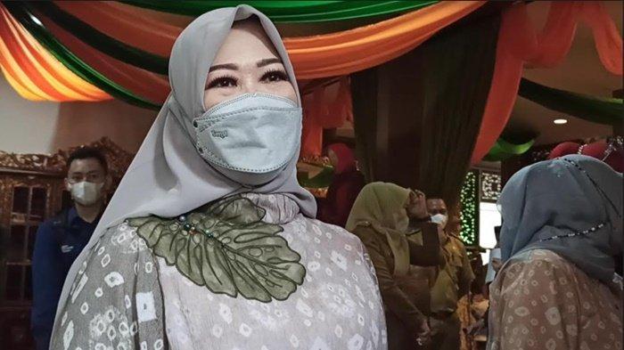 Febrita Lustia Herman Deru Bocorkan Baju Seragam Untuk Lebaran Idul Fitri 1442 Tahun Ini