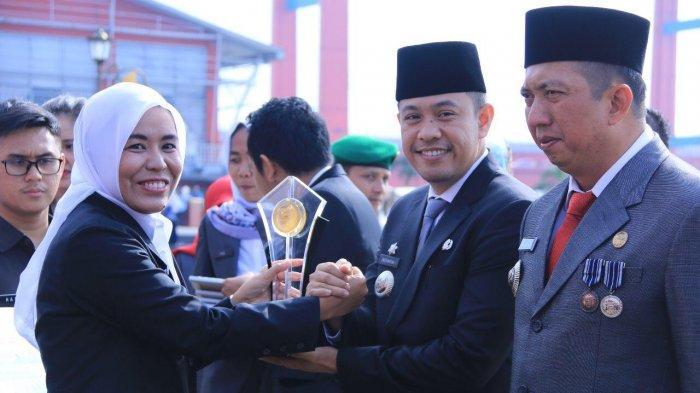 Wakil Walikota Palembang Beri Penghargaan Camat Terbaik