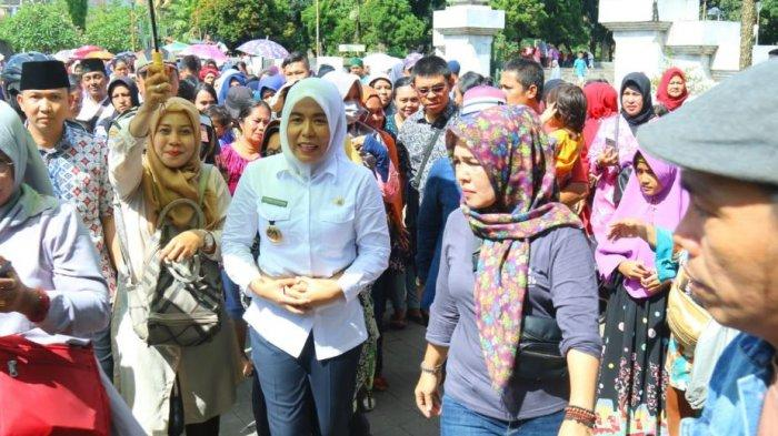Fitrianti Agustinda Turunkan Harga Paket Sembako Murah Jadi Rp 30 Ribu
