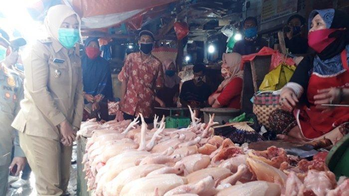 Harga Ayam Capai Rp32 Ribu, Pedagang Curhat ke Wawako Palembang : Sudah Naik, Sepi Pula