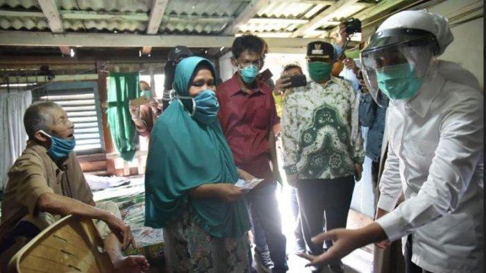 Bantu Warga Terdampak Covid-19, Wakil Walikota Palembang Rela Rogoh Kocek Pribadi