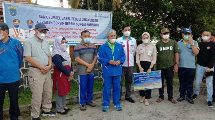 Menggandeng Bank BSB, Bupati OKI Melaksanakan Giat Pembersihan Sungai Komering