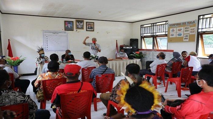 Warga Kampung Yoka di Papua Senang Saat Didatangi Ganjar - gubernur-jawa-tengah-ganjar-pranowo-mengunjungi-distrik-heram-jayapura-1.jpg