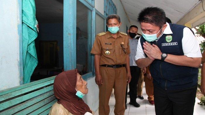 Kunjungi Panti, Herman Deru Kabulkan Keinginan Nenek Nuraini Bertemu Gubernur
