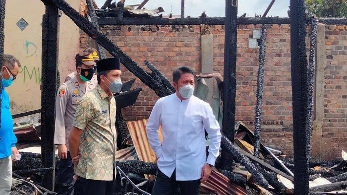 Gubernur Sumsel dan Bupati Ogan Ilir Beri Bantuan Korban Kebakaran di Pemulutan Ilir