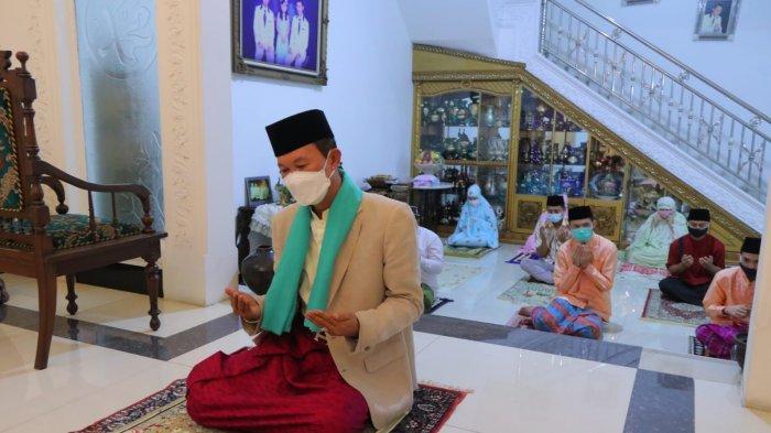 Harnojoyo Menjadi Imam Salat Idul Adha