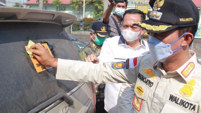 Walikota Palembang Harnojoyo Sibuk Pasangi Stiker 5M
