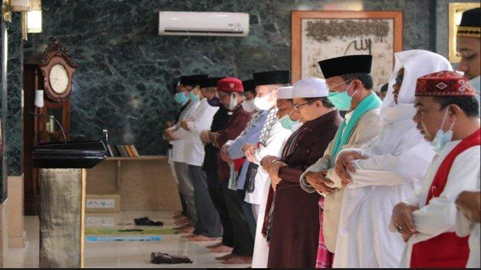 Harnojoyo Salat Gaib Bersama Ulama dan Warga Palembang, Doakan Palestina dan Salurkan Donasi