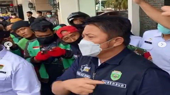 Tak Ingin Ada Kerumunan, Herman Deru Ganti Kerugian Driver Ojol Akibat Orderan BTS Meal Dibatalkan