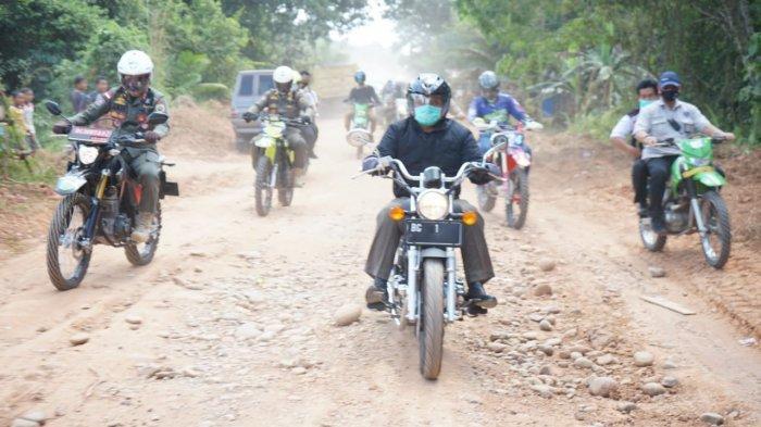 Cek Kondisi Jalan di Musi Rawas, Herman Deru Kendarai Motor Puluhan Kilometer