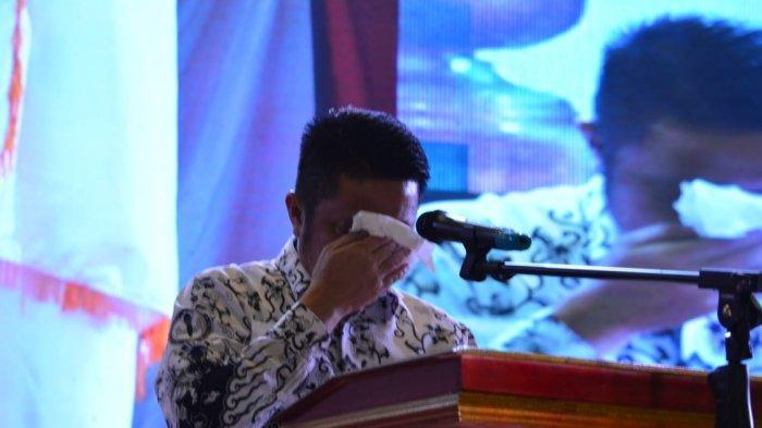 Air Mata Gubernur Sumsel Herman Deru Tumpah Usai Nyanyi Hymne Guru di Peringatan Hari Guru Nasional