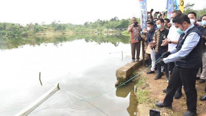 Tebar Benih Ikan di Pagaralam, Herman Deru Ajak Warga Jaga Keseimbangan Alam