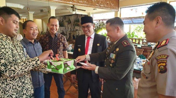 HUT 73 TNI, Polres Muaraenim Berikan Surprise Setiap Datangi Kodim, Bataliyon, Rindam dan Koramil
