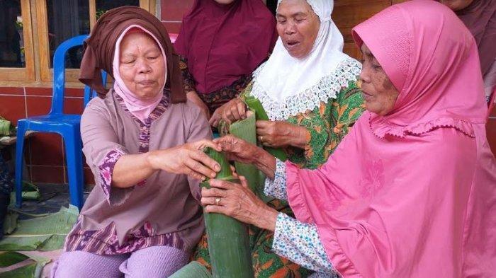 Kota Pagaralam memiliki beberapa makanan khas, diantaranya ikan masak ghuas atau ikan di dalam bambu.