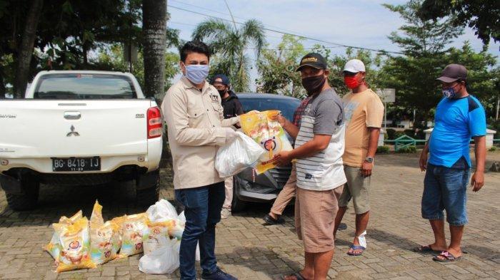 IJTI Sumsel Bagi Sembako dan Masker ke Masyarakat Palembang