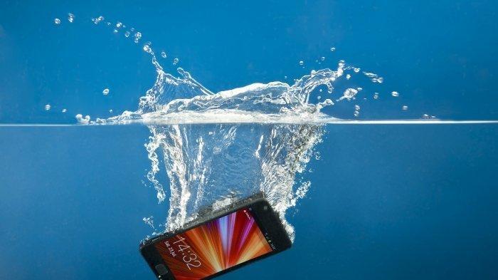 Kini Sering Banjir, HP Bisa Terendam Air, Begini Cara Mudah Memperbaikinya, Jangan Panik!