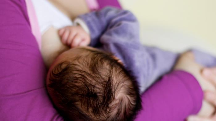 Inilah Cara Aman Bagi Ibu yang Positif Covid-19 Ingin Menyusui Bayi