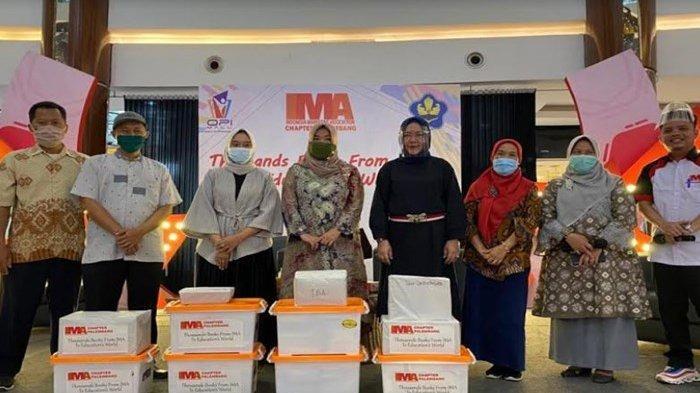 IMA Chapter Palembang Peduli Pendidikan Donasikan Buku Bagi Pengajar