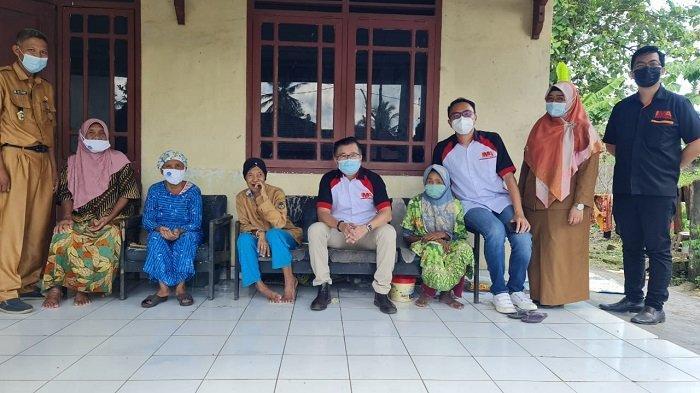 IMA Chapter Palembang kembali berbagi kasih ke Panti Lansia Harapan Kita di Inderalaya dan KM 5 Palembang, serta ke petugas kebersihan atau pasukan kuning, Selasa (04/05/2021).