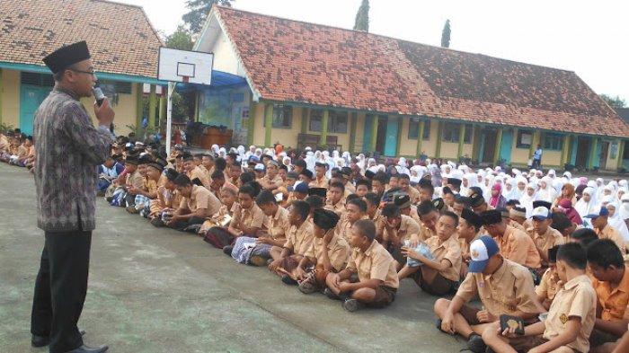 SMP Negeri 1 Babat Toman Baca Surah Yasin di Hari Jum'at