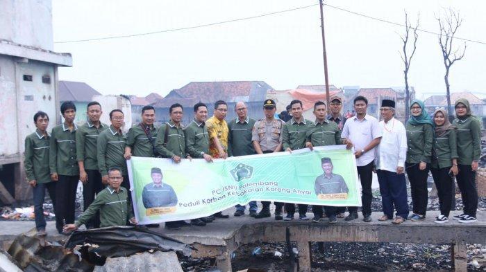 Isnu Bantu Korban Kebakaran Gandus Palembang