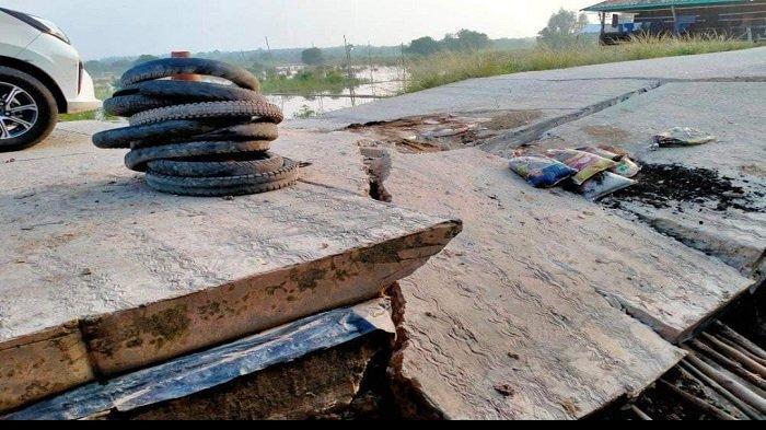 Sudah Ditinjau, Jalan Ambles di Desa Tempirai PALI Tak Kunjung Diperbaiki